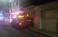 Hombre golpea, rocía gasolina y prende fuego a su esposa tras una discusión en Puebla