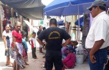 Atropella patrulla municipal a artesana en Putla