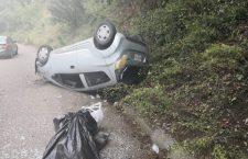 Tres lesionados en volcadura de vehículo