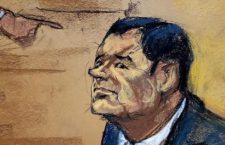 """«El Rey"""" Zambada señala a """"El Chapo"""" con el dedo como jefe del Cártel de Sinaloa, y él le lanza una mirada fría"""