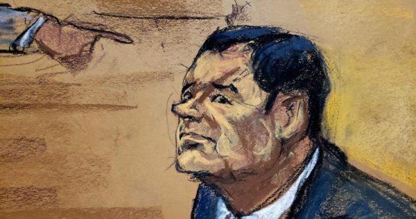 """""""El Rey"""" Zambada señala a """"El Chapo"""" con el dedo como jefe del Cártel de Sinaloa, y él le lanza una mirada fría"""