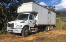 Roban camión y lo abandonan sin mercancía