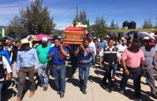 Despiden habitantes de Tlaxiaco a síndico asesinado