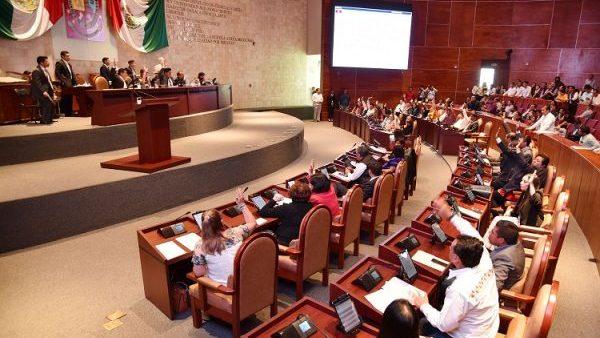 Por omisión de Presidenta e integrantes de Jucopo, Congreso, legisla ocurrencias; desacatan Audiencias Públicas