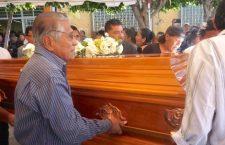 Dan el último adiós al activista muxe Óscar Cazorla en Juchitán