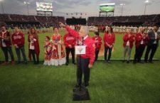 """AMLO es abucheado al inaugurar estadio de los Diablos en CdMx; """"hay muchos de la porra fifí"""", dice"""