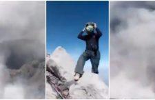 Al menos tres jóvenes escalan el Popocatépetl y captan en #VIDEO actividad volcánica en el cráter