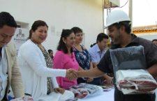 Presidenta Juanita Cruz, entregó material de trabajo a personal del rastro municipal