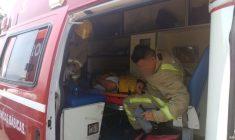 Conductor resulta lesionado al salirse de carretera