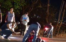 Falta de aparente señalización vial provocó que motociclista derrapara. Deja daños materiales choque de vehículos | Informativo 6y7