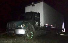 Hurtan camión en la autopista Cuacnopalan-Oaxaca; más tarde, lo encuentran sin la mercancía   Informativo 6y7