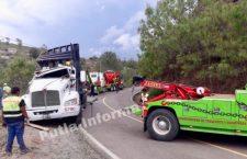 Vuelca tráiler que transportaba pollos en la carretera Tlaxiaco-Putla | Informativo 6y7