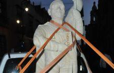 Artesanos de Etla, Oaxaca le regalaron al presidente López Obrador una escultura de Benito Juárez