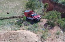 Tres lesionados por volcadura de camioneta pasajera | Informativo 6 y 7