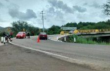 Mujer vuelca su camioneta en carretera a La Estancia | Informativo 6 y 7