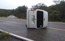 Vuelca suburban en carretera Huajuapan-Tehuacán, Puebla; reportaron a tres heridos | Informativo 6 y 7