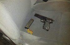 Encuentran arma en camioneta estacionada   Informativo 6 y 7