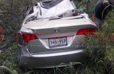 Vehículo resulta con severos daños al salirse de carretera | Informativo 6 y 7