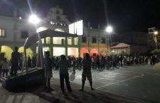 Toman taxistas palacio de Santa María Zacatepec; continúan retenidos, la presidenta y regidores