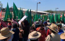 Protestan familiares de Zapata y campesinos durante visita de AMLO en Anenecuilco | Video