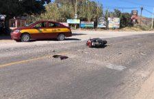 Deja daños materiales choque entre moto y taxi en la vía 125