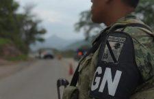 """Asegura Guardia Nacional a camioneta con indocumentados en la Mixteca; detiene a un """"pollero"""""""