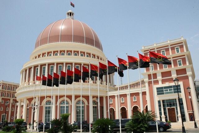 Estudantes do ensino superior apresentam reclamações na Assembleia Nacional