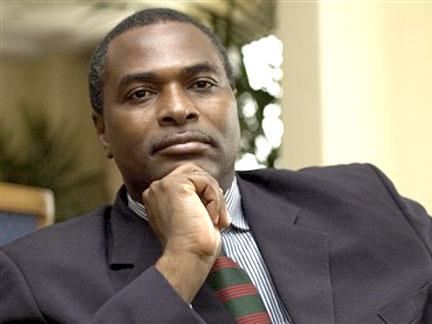 Abel Chivukuvuku internado com malária grave e disfunção renal