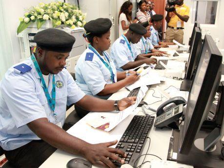Cidadãos podem denunciar más práticas dos servidores públicos