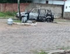 Tiroteio é registrado em bairro de Macaíba; carro é queimado durante ação criminosa