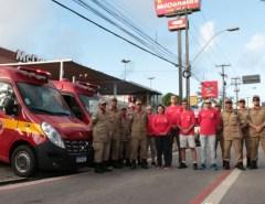 Na Corrida Soldados do Fogo, governadora entrega 2 viaturas de resgate ao CBMRN