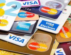 Juros do cheque especial e do cartão de crédito sobem em junho e ultrapassam 300% ao ano, diz BC