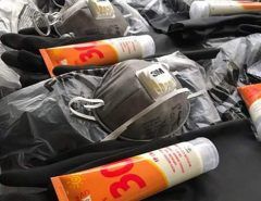 Cosern doa EPIs para voluntários na limpeza das praias do RN