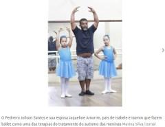 Para acompanhar filhas autistas, pedreiro faz aulas de balé