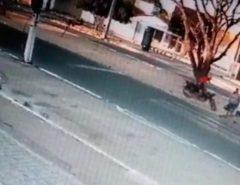 PM atropela mulheres e crianças em faixa de pedestres no conjunto Santarém