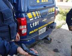 Homem tenta matar esposa, atira em via pública e é preso pela PRF