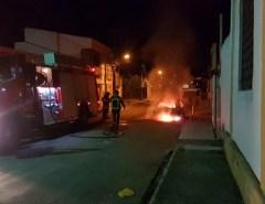 Corpo de Bombeiros do RN combate incêndio veicular em Macaíba