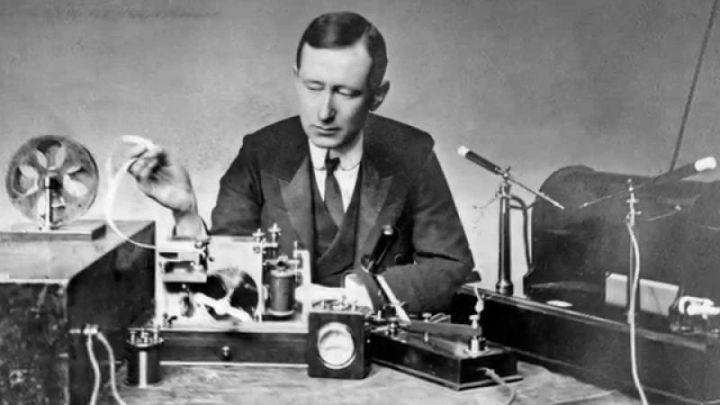 Penemu alat komunikasi Radio, Guglielmo Marconi