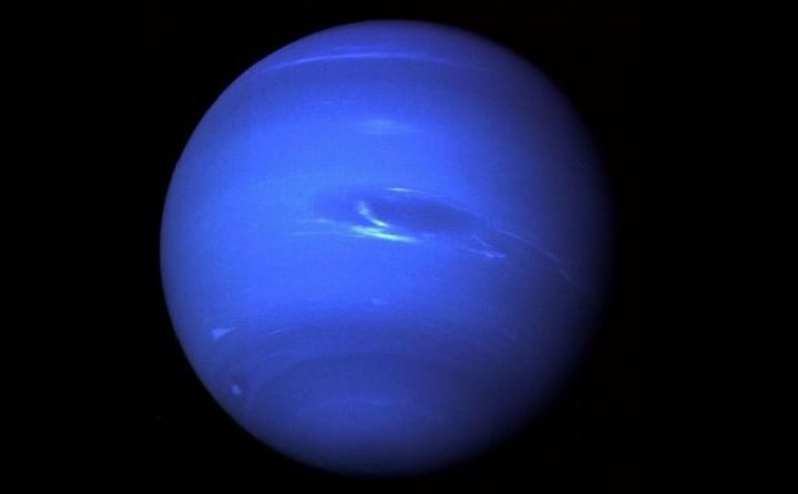 planet neptunus dalam tata surya