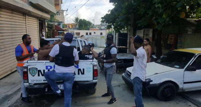 VIDEO: Ciudadanos se enfrentan a agentes DICAN en Herrera –