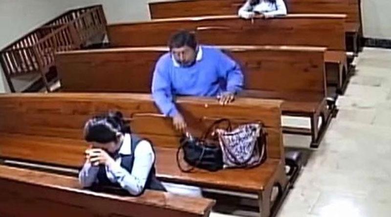 VIDEO: Se roba un celular adentro de una iglesia y antes de salir se persigna –