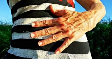 Mujer acude al médico por fuertes dolores abdominales y descubren que tiene 759 quistes