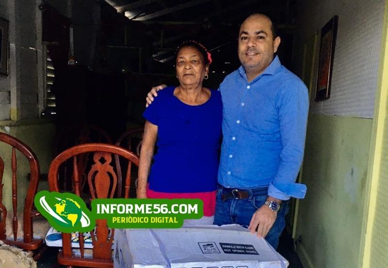 El empresario y político Edmundo Tavárez dona estufa a señora que cocinaba con carbón en SFM – .