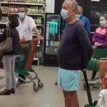 Viral: Presidente de Portugal haciendo fila en supermercado con traje de baño