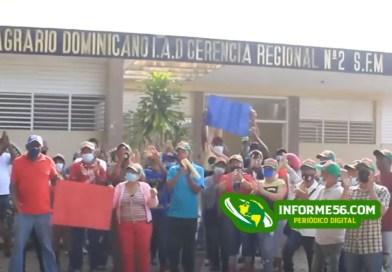 Piquetean Oficina Regional del Instituto Agrario en SFM