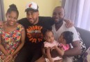 Romeo Santos visita a hermanas siamesas en San Cristóbal