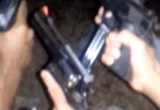 Foto de [VIDEO] Traficantes do TCP em Búzios ostentam armas na web
