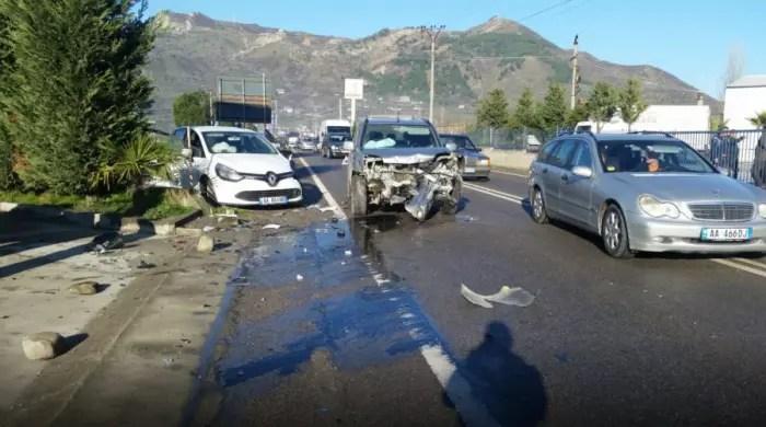Aksi Bradashesh-Elbasan shkak aksidentesh. Banoret: Asnjë nënkalim per këmbësorët