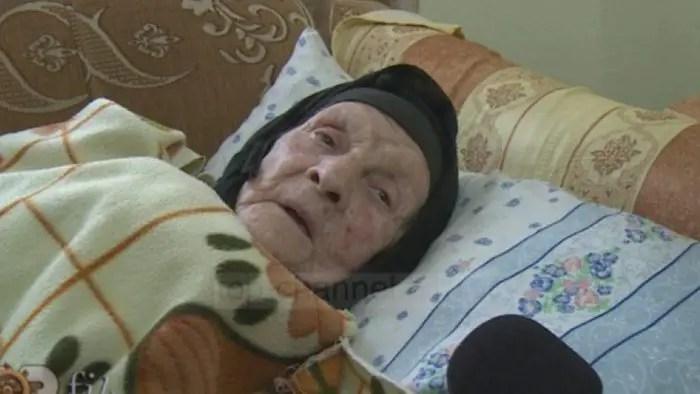 112 vjeçarja apel: Pensioni prej 56 mijë lekë të vjetra s'më mjafton…