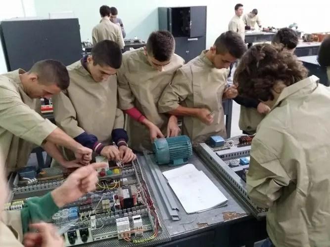 Fokusimi i të rinjve tek arsimi profesional…